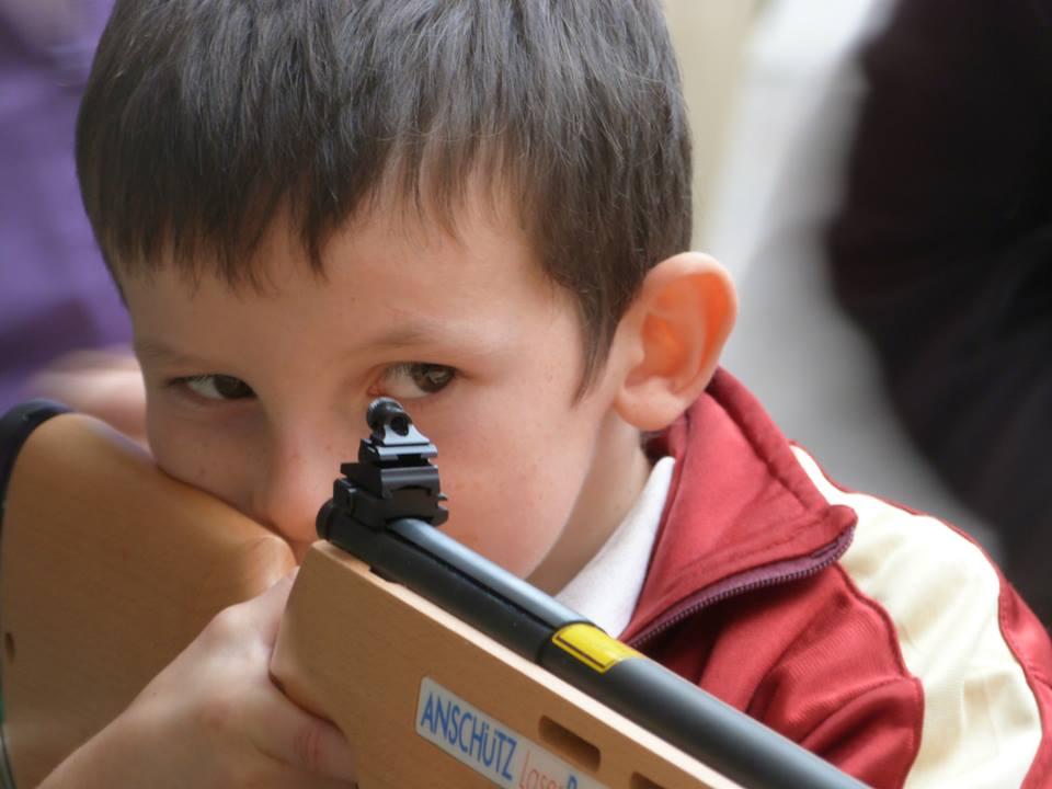 Tir à la carabine laser animé par l'ASHP de l'Audomarois