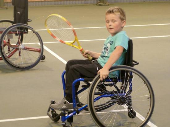 Tennis fauteuil animé par le club de Tennis d'Auxi le Chateau
