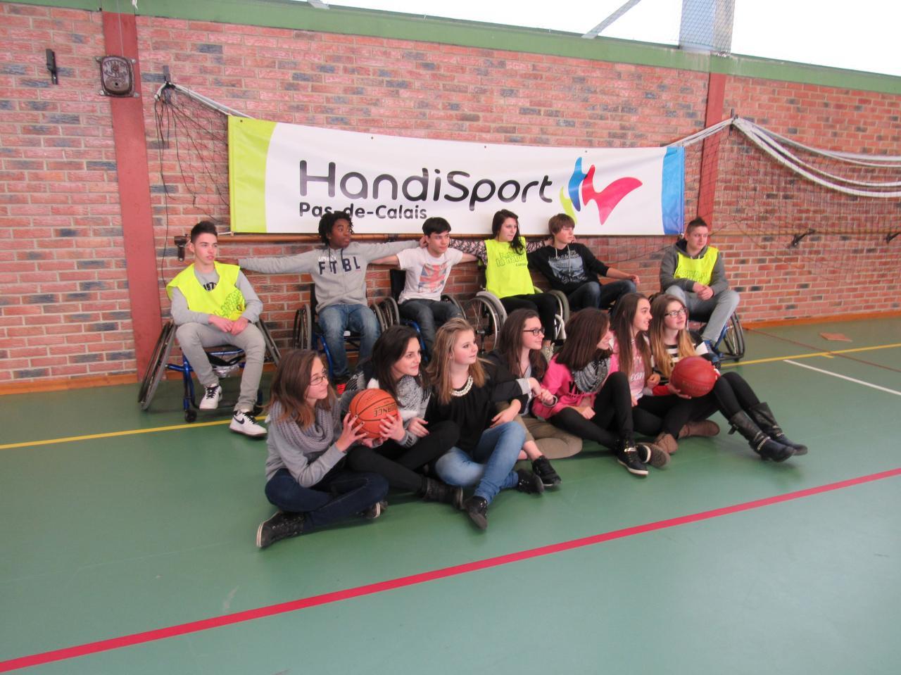 Un groupe d'élèves participant
